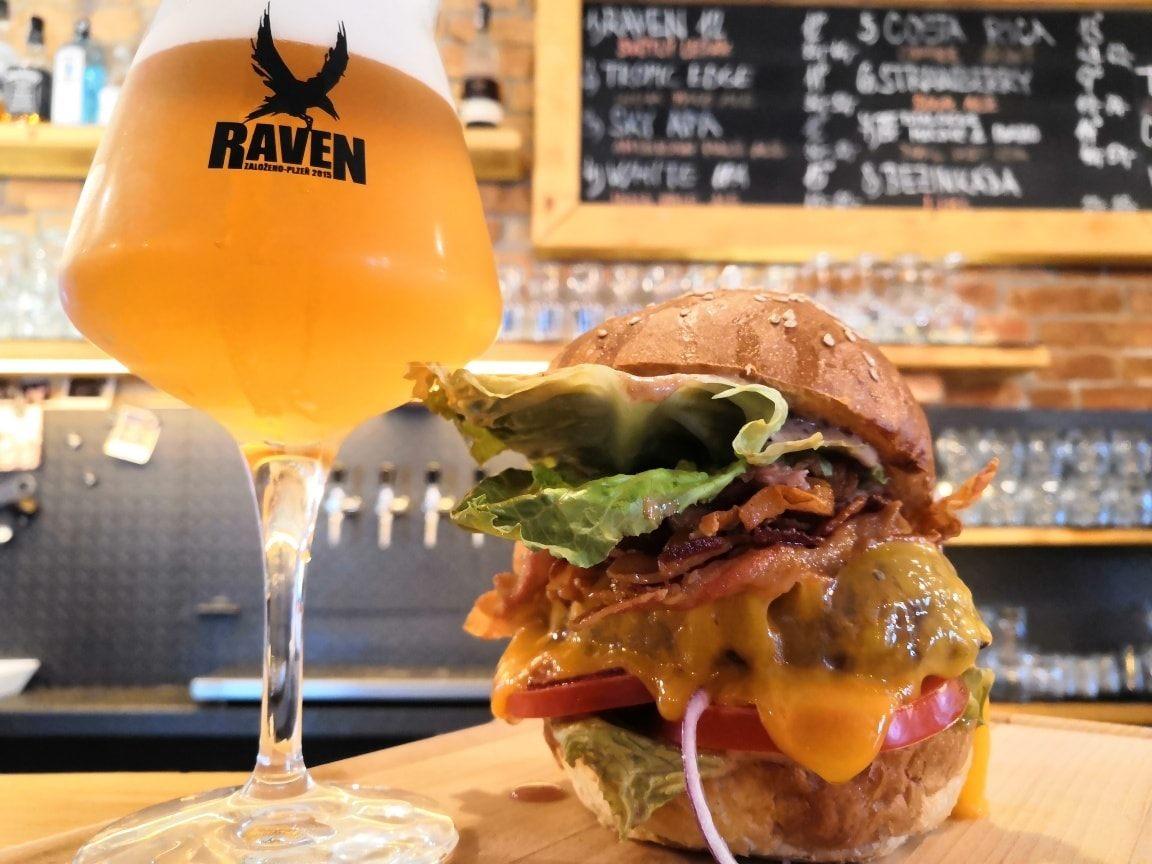Raven Pub Bolevec